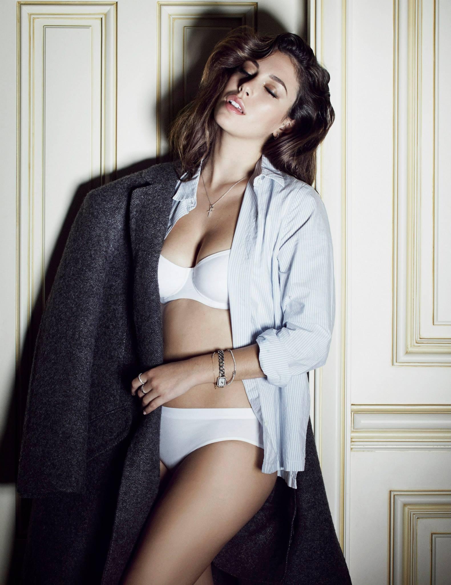 Blanca Suárez, pose sensual en lencería blanca