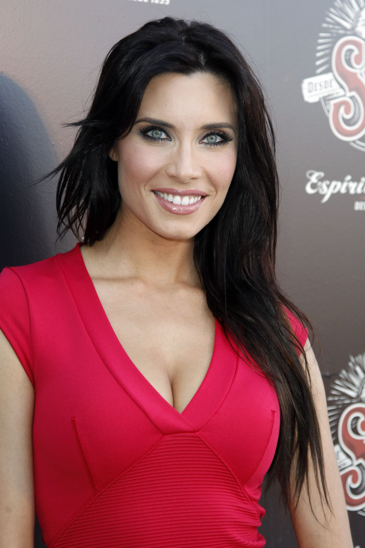 Vestido rojo sexy pegado de Pilar Rubio