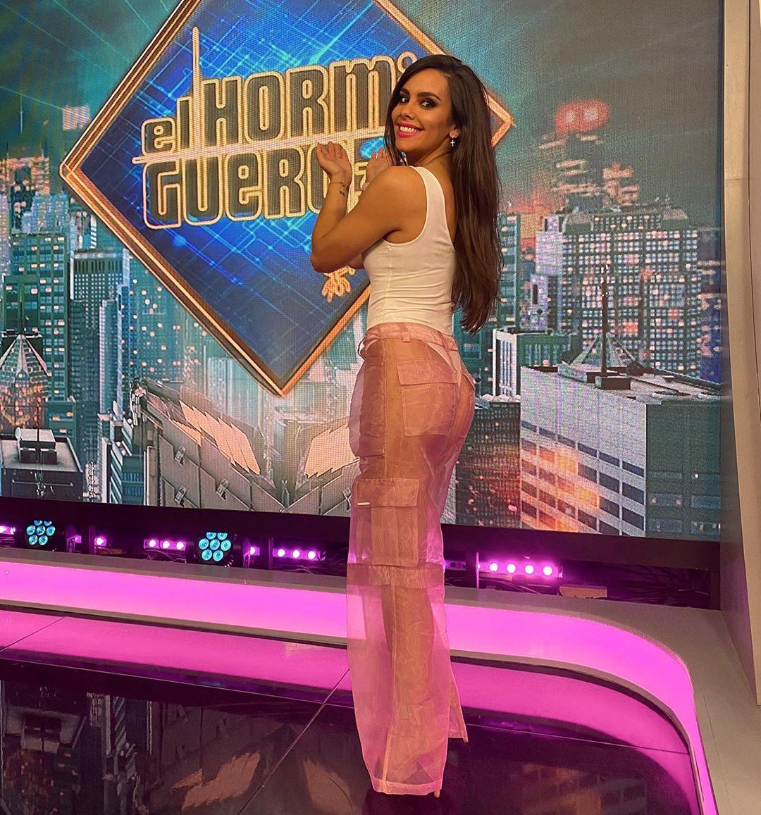 Arden de nuevo las redes con Cristina Pedroche en pantalones transparentes y tanga